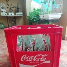 Coleccionismo de Coca-Cola y Pepsi: LOTE CAJA LLENA 12 BOTELLAS SERIGRAFIA AÑO 70 REFRESCO GASEOSA COCA COLA. Lote 164951662