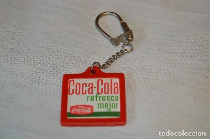 Coleccionismo de Coca-Cola y Pepsi: Antiguo llavero holográfico VISTANIMADA - En su dorso publicidad COCA-COLA - Años 60 - Lote 1 ¡RARO! - Foto 4 - 165466850