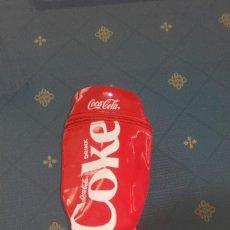 Coleccionismo de Coca-Cola y Pepsi: PORTA LATAS/ESTUCHE COCA COLA (16 X 8 CMS). Lote 169065636