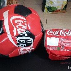Coleccionismo de Coca-Cola y Pepsi: LOTE 2, BALON FUTBOL, PEQUEÑO MANTEREDOR FRIO COCA COLA. Lote 169457108