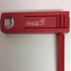Coleccionismo de Coca-Cola y Pepsi: CARRACA ABRIDOR DE COCA COLA AÑO 2012, SIN USAR, FUNCIONANDO PERFECTAMENTE. Lote 171067804