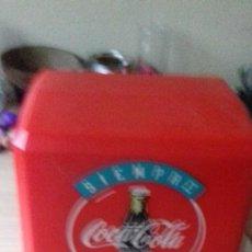 Coleccionismo de Coca-Cola y Pepsi: SERVILLETEROS DE BAR DE DIFERENTES MARCAS DE COCA-COLA CON REGALO DE POSAVASOS. Lote 171368940