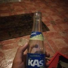 Coleccionismo de Coca-Cola y Pepsi: ANTIGUA BOTELLA REFRESCO GASEOSA KAS LIMON FABRICADO POR AHEMON CANARIAS PEPSI COLA. Lote 173881139