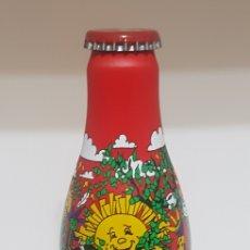Coleccionismo de Coca-Cola y Pepsi: BOTELLA COCA COLA ALUMINIO - EDICIÓN LIMITADA - MIKA - LLENA - FRANCIA - MUY RARA. Lote 178108960