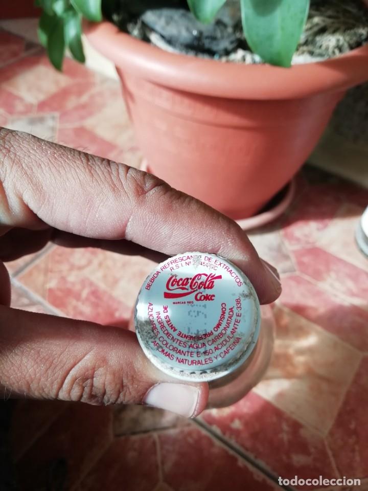 Coleccionismo de Coca-Cola y Pepsi: Antigua botella refresco gaseosa Coca Cola tapon rosca metalico litro años 80 y 90 - Foto 5 - 180275560