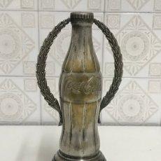 Coleccionismo de Coca-Cola y Pepsi: TROFEO BOTELLA COCACOLA COCA COLA . Lote 180507968
