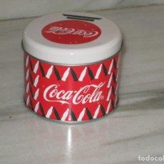 Coleccionismo de Coca-Cola y Pepsi: BOTE METÁLICO CON CALCETINES DE COCA COLA. PRECINTADO, SIN ABRIR. TALLA 36-38.. Lote 182750028