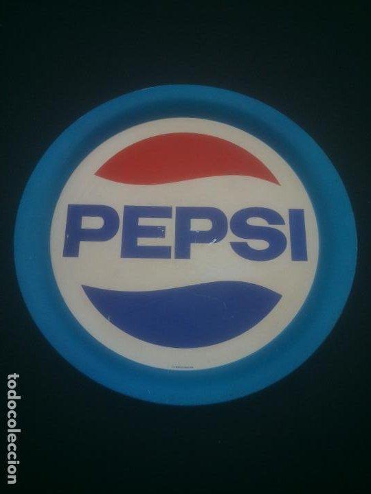 ANTIGUA BANDEJA METALICA DE PEPSI - ORIGINAL - LITOGRAFIA EN CHAPA - METALINAS SA - DIAMETRO 37,5 , (Coleccionismo - Botellas y Bebidas - Coca-Cola y Pepsi)