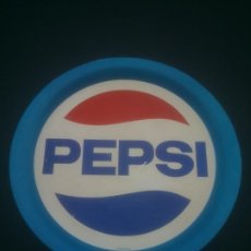 Coleccionismo de Coca-Cola y Pepsi: ANTIGUA BANDEJA METALICA DE PEPSI - ORIGINAL - LITOGRAFIA EN CHAPA - METALINAS SA - DIAMETRO 37,5 , . Lote 184317401