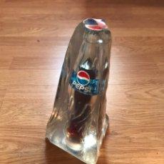 Coleccionismo de Coca-Cola y Pepsi: ANTIGUA BOTELLA DE PEPSI DENTRO DE HIELO METRAQUILATO PUBLICIDAD. Lote 189201893