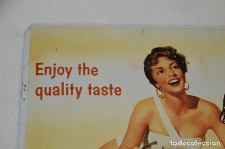 Coleccionismo de Coca-Cola y Pepsi: Chapa / placa - Publicidad de COCA-COLA / COCA COLA - METAL / hojalata litografiada - ¡Mira fotos! - Foto 2 - 192829600