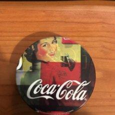 Coleccionismo de Coca-Cola y Pepsi: JUEGO DE 4 POSAVASOS COCA-COLA - CORCHO Y METAL EN CAJA METALICA - (NUEVOS). Lote 193353103