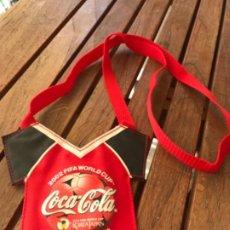 Coleccionismo de Coca-Cola y Pepsi: COCA-COLA. FUNDA COLGANTE PARA MÓVIL. 2002 FIFA WORLDCUP. KOREA JAPAN. OFFICIAL PARTNER. PARA VIPS. Lote 194208942