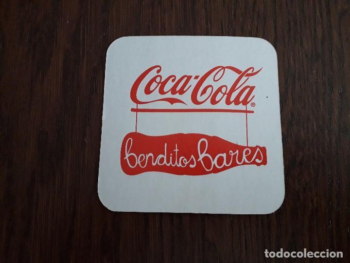POSAVASOS DE COCA COLA, BENDITOS BARES FONDO BLANCO (Coleccionismo - Botellas y Bebidas - Coca-Cola y Pepsi)