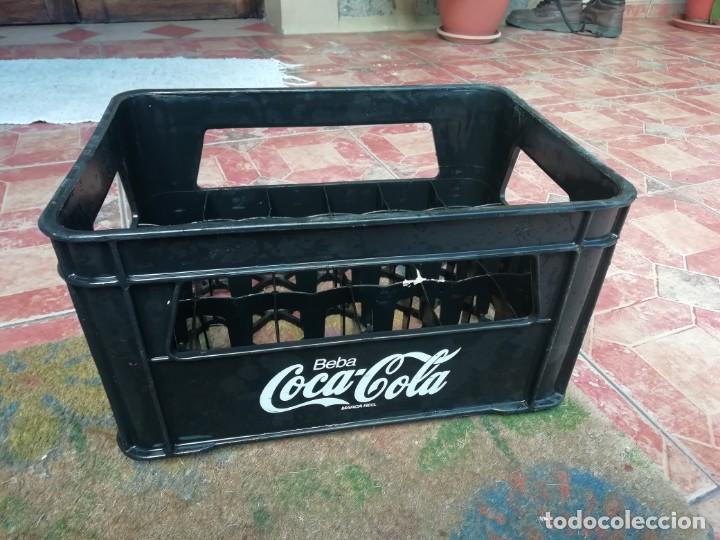 ANTIGUA CAJA DE BOTELLAS DE REFRESCO GASEOSA BEBA COCA COLA PEQUEÑAS COLOR NEGRO. (Coleccionismo - Botellas y Bebidas - Coca-Cola y Pepsi)
