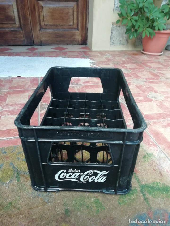 Coleccionismo de Coca-Cola y Pepsi: Antigua caja de botellas de refresco gaseosa Beba coca cola pequeñas color negro. - Foto 2 - 194603271
