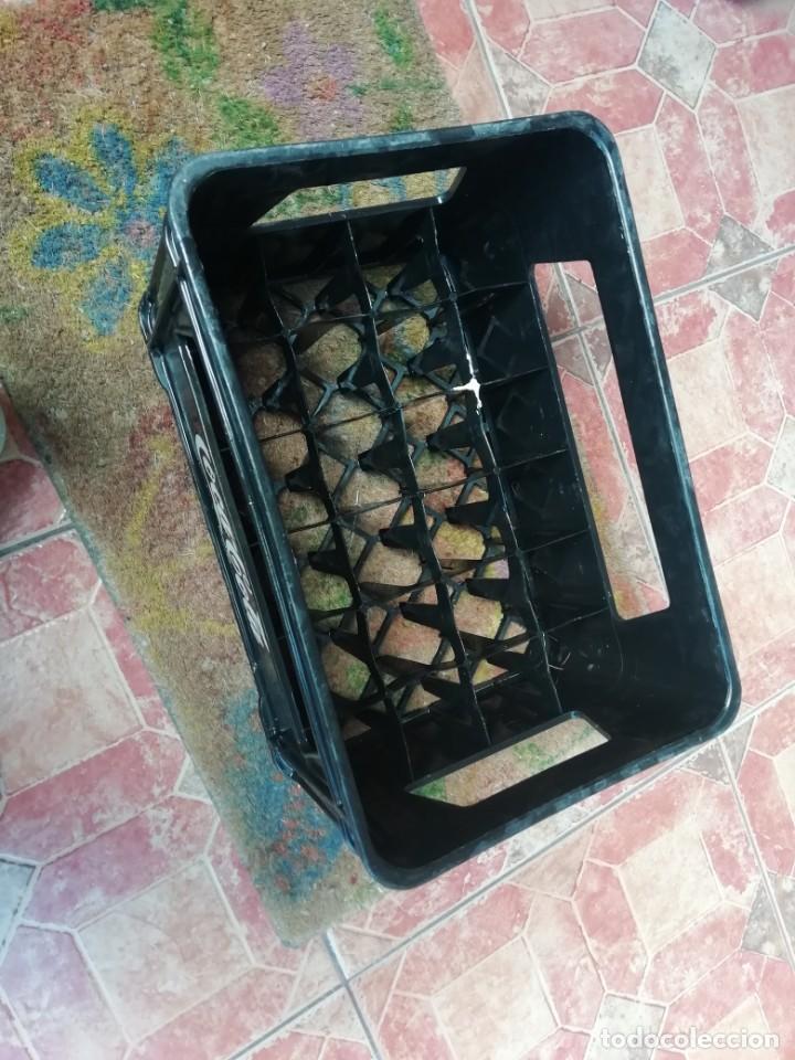 Coleccionismo de Coca-Cola y Pepsi: Antigua caja de botellas de refresco gaseosa Beba coca cola pequeñas color negro. - Foto 5 - 194603271