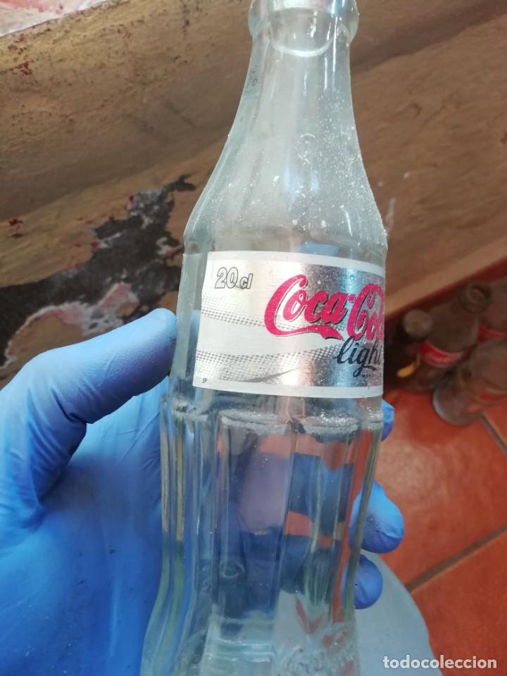 Coleccionismo de Coca-Cola y Pepsi: Antigua botella de refresco gaseosa Coca Cola Light 2006 - Foto 2 - 194603740