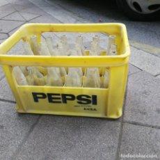 Coleccionismo de Coca-Cola y Pepsi: CAJA DE PEPSI LLENA DE BOTELLAS ANTIGUAS DE PEPSI Y MIRINDA. Lote 194641852