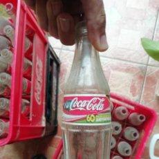 Coleccionismo de Coca-Cola y Pepsi: ANTIGUA BOTELLA PEQUEÑA REFRESCO GASEOSA COCA COLA AÑO 2006 PROMOCIÓN LAND ROVER FREELANDER. Lote 195116362