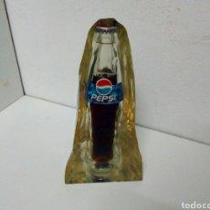 Coleccionismo de Coca-Cola y Pepsi: BUSTO BLOQUE METRAQUILATO CON BOTELLA PEPSI INCRUSTADA. Lote 198860287