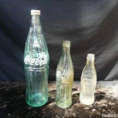 Coleccionismo de Coca-Cola y Pepsi: 3 VIEJAS BOTELLAS DE COCA COLA. Lote 199250425