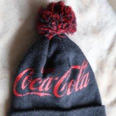 Coleccionismo de Coca-Cola y Pepsi: GORRO LANA COCA COLA BORLA PON PON. Lote 200522940