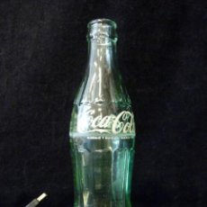 Coleccionismo de Coca-Cola y Pepsi: ANTIGUO BOTELLÍN COCACOLA 19 CL., CON LUZ LED DE COLORES, USB PC. PUBLICIDAD DECORACIÓN. Lote 202556907