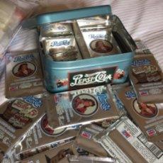 Coleccionismo de Coca-Cola y Pepsi: PEPSI COLA LATA CON 36 SOBRES SIN ABRIR 1995 CADA SOBRE 8 CROMOS. Lote 204545281