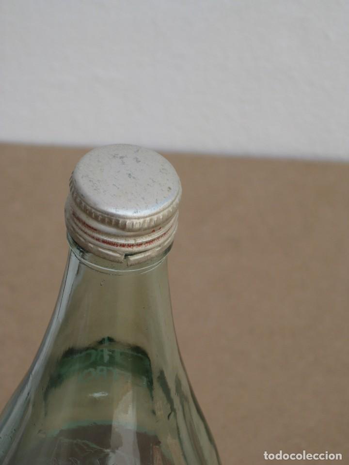 Coleccionismo de Coca-Cola y Pepsi: Antigua botella de Coca Cola. 1 litro. - Foto 6 - 205299453