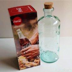 Coleccionismo de Coca-Cola y Pepsi: BOTELLA CLASSICA COCA-COLA VIDRIO CON TAPON DE CORCHO NUEVA EN SU CAJA - 23.CM ALTO. Lote 205742265