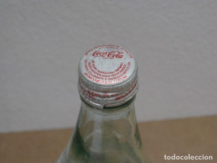 Coleccionismo de Coca-Cola y Pepsi: Antigua botella de Coca Cola. 1 litro. - Foto 3 - 208030151