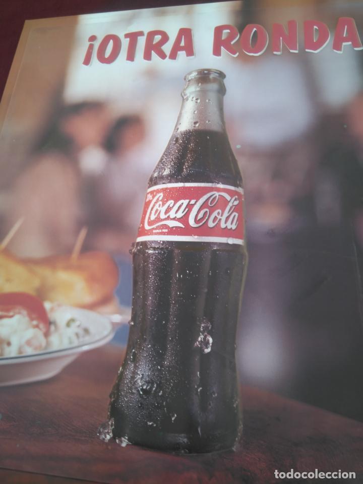 Coleccionismo de Coca-Cola y Pepsi: COCA COLA - ANTIGUO CARTEL EN RELIEVE, OTRA RONDA DE COCACOLA ¡¡¡ ÚNICO EN TODOCOLECCION !!! - Foto 3 - 212070376