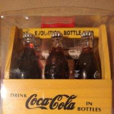 Coleccionismo de Coca-Cola y Pepsi: 6 MINIBOTELLAS EN CAJA DE MADERA - EVOLUTION BOTTLE COCA-COLA DE 1894 A 1950.. Lote 213121005