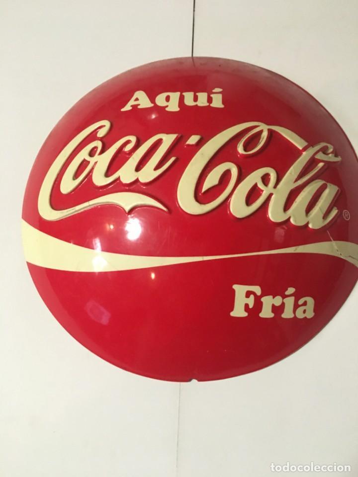 (M-R/C) ANTIGUA PUBLICIDAD COCA-COLA PLASTICO DISPLAY PARA COLGAR AQUI COCA-COLA FRIA - 29 CM. (Coleccionismo - Botellas y Bebidas - Coca-Cola y Pepsi)
