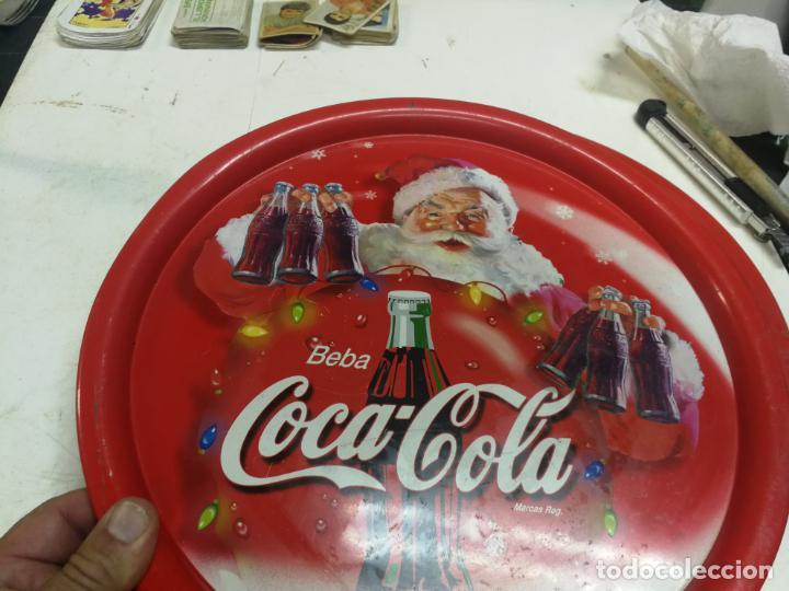 Coleccionismo de Coca-Cola y Pepsi: 2 ANTIGUAS BANDEJA COCA-COLA COCA COLA COCACOLA NAVIDAD PAPA NOEL AÑOS 70-80 CHAPA HOJALATA - Foto 4 - 213364115