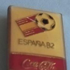 Coleccionismo de Coca-Cola y Pepsi: PIN DE COCA-COLA ESPAÑA 82 - CAMPEONATO MUNDIAL DE FUTBOL. R.F.E.F. 1979. PIN AGUJA.. Lote 215948955