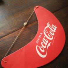 Coleccionismo de Coca-Cola y Pepsi: ANTIGUA VISERA PUBLICIDAD BEBA COCA-COLA, EN CARTÓN.. Lote 217691740