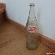 Coleccionismo de Coca-Cola y Pepsi: ANTIGUA BOTELLA DE PEPSI COLA. 1 LITRO. CON TAPÓN. SERIGRAFIADA. AÑOS 70.. Lote 219160043