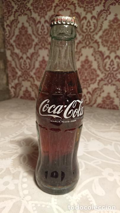 ANTIGUA BOTELLA / BOTELLÍN DE COCA COLA SIN ESTRENAR DE CRISTAL DE LOS AÑOS 70 (Coleccionismo - Botellas y Bebidas - Coca-Cola y Pepsi)
