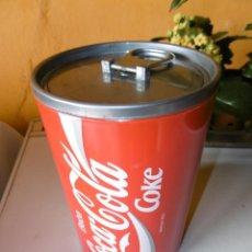 Coleccionismo de Coca-Cola y Pepsi: RECIPIENTE EN FORMA DE LATA COCA-COLA. BOTELLERO, CUBITERA.. Lote 223971793
