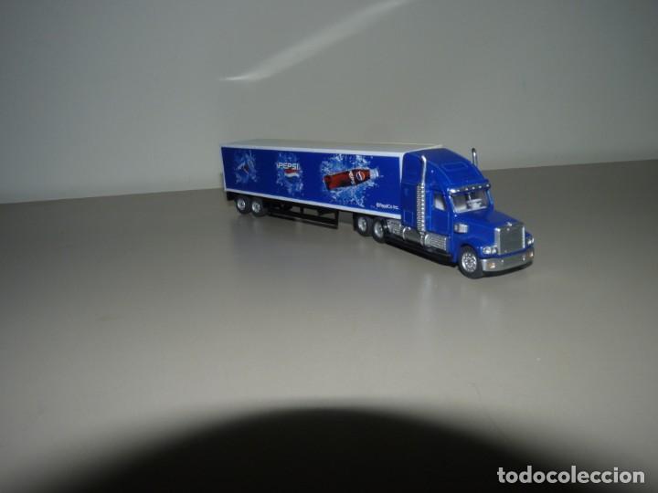 Coleccionismo de Coca-Cola y Pepsi: Camión con publicidad de Pepsi a escala 1/87. - Foto 3 - 228449571