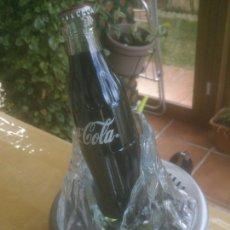 Coleccionismo de Coca-Cola y Pepsi: DE COLECCION ABRIDOR DE CHAPAS COCACOLA CON BOTELLA PARA BARRA DE BAR. Lote 228990100