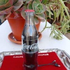 Coleccionismo de Coca-Cola y Pepsi: BOTELLA COCA COLA CARGADOR MOVIL. Lote 229075375