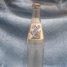 Coleccionismo de Coca-Cola y Pepsi: FANTA - MEDIO LITRO - HECHO EN MEXICO - INCLUIDA LA CHAPA - 1994 - THE COCA-COLA COMPANY - 28,5 CM. Lote 230950555