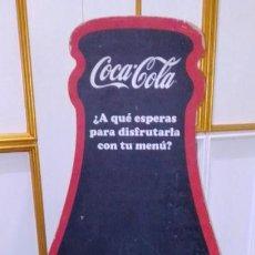Coleccionismo de Coca-Cola y Pepsi: ANTIGUA Y GRAN PIZARRA DE COCA COLA EN FORMA DE BOTELLA. 143 CMS.. Lote 232947956