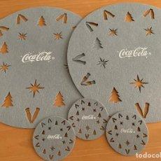 Coleccionismo de Coca-Cola y Pepsi: COCA COLA. SET DE 2 SALVAMANTELES Y 3 POSAVASOS GRIS. Lote 237297020