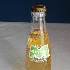Coleccionismo de Coca-Cola y Pepsi: ANTIGUA BOTELLA SERIGRAFIADA MIRINDA, LIMÓN. CON LÍQUIDO DENTRO. 20,3CM. Lote 254091520