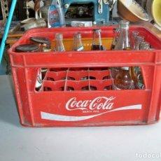 Coleccionismo de Coca-Cola y Pepsi: ANTIGUA CAJA DE COCACOLA, CON 14 BOTELLAS ANTIGUAS. Lote 255006085
