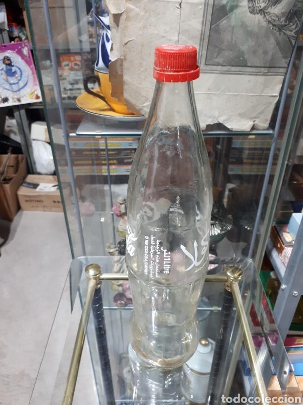 Coleccionismo de Coca-Cola y Pepsi: Antigua botella de cocacola de marruecos 1 litro vacia - Foto 2 - 257320035